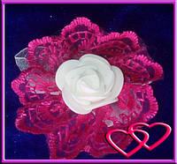 """Свадебные бутоньерки для свидетельниц на руку""""Роза в кружеве"""", цвета в ассортименте Малиновый"""