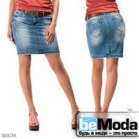Классическая женская джинсовая юбка с ремнем в комплекте синяя