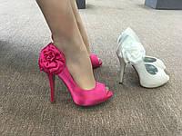 Вечерние туфли сатиновые розовые с цветком