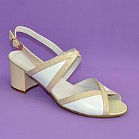 Женские босоножки на устойчивом каблуке, натуральная белая кожа и лаковая бежевая кожа. 38 размер