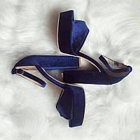 Синие бархатные босоножки на устойчивом каблуке