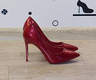 Женские классические туфли лодочки на шпильке лаковые вишневые