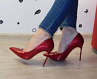 Женские классические туфли лодочки на шпильке лаковые вишневые Casadei (реплика)