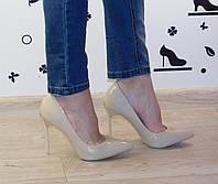 Женские классические туфли лодочки на шпильке бежевые лак Casadei (реплика)