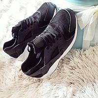 Черно-белые женские кроссовки копия хуараче  копия хуараче код68