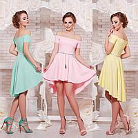 Нарядное платье с открытыми плечами и асимметричной  юбкой клеш