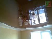 Коричневый натяжной потолок с коробом