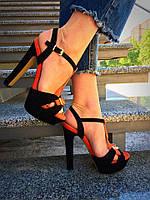 Женские босоножки на каблуке черные с оранжевым