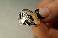 Элегантное серебряное женское кольцо с золотом и фианитами