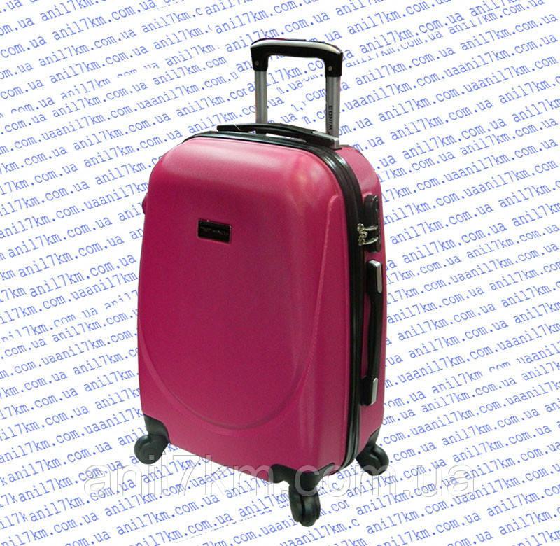 Малий пластиковий чемодан на чотирьох колесах