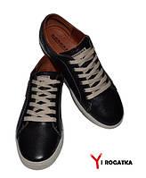 Мужские кожаные кеды KONORS черные, светлый шнурок, светлая подошва