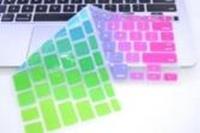 Русскоязычные цветные накладки для MacBook