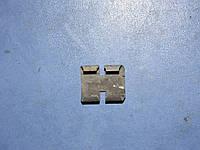 Скоба крепления стекла 6 115 101 Ford sierra