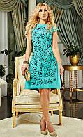 Женское платье  свободного кроя с круглым вырезом горловины
