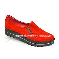 Туфли женские из натуральной замши красного цвета на утолщенной подошве