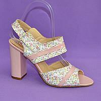 Женские светлые кожаные босоножки на высоком каблуке.37 размер