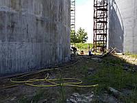 Чистка резервуаров  Компания «Укрпромтехсервис» предлагает Вам свои услуги по очистке резервуара