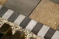 Золотой мандарин Поребрик фигурный квадратный (500х250х80) Черный цвет на сером цементе Вес 23,3 кг