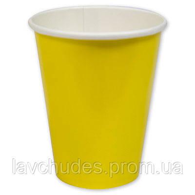 Стаканы, праздничные, одноразовые желтые.