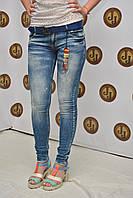 Женские джинсы зауженные с потертостями Whats Up 5585