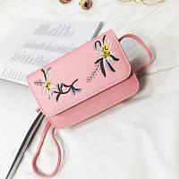 Маленькая женская сумка с вышивкой Цветы розовая