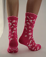 Носки женские разноцветные хлопок малиновые с абстрактным принтом и волнистой резинкой Ж-900021