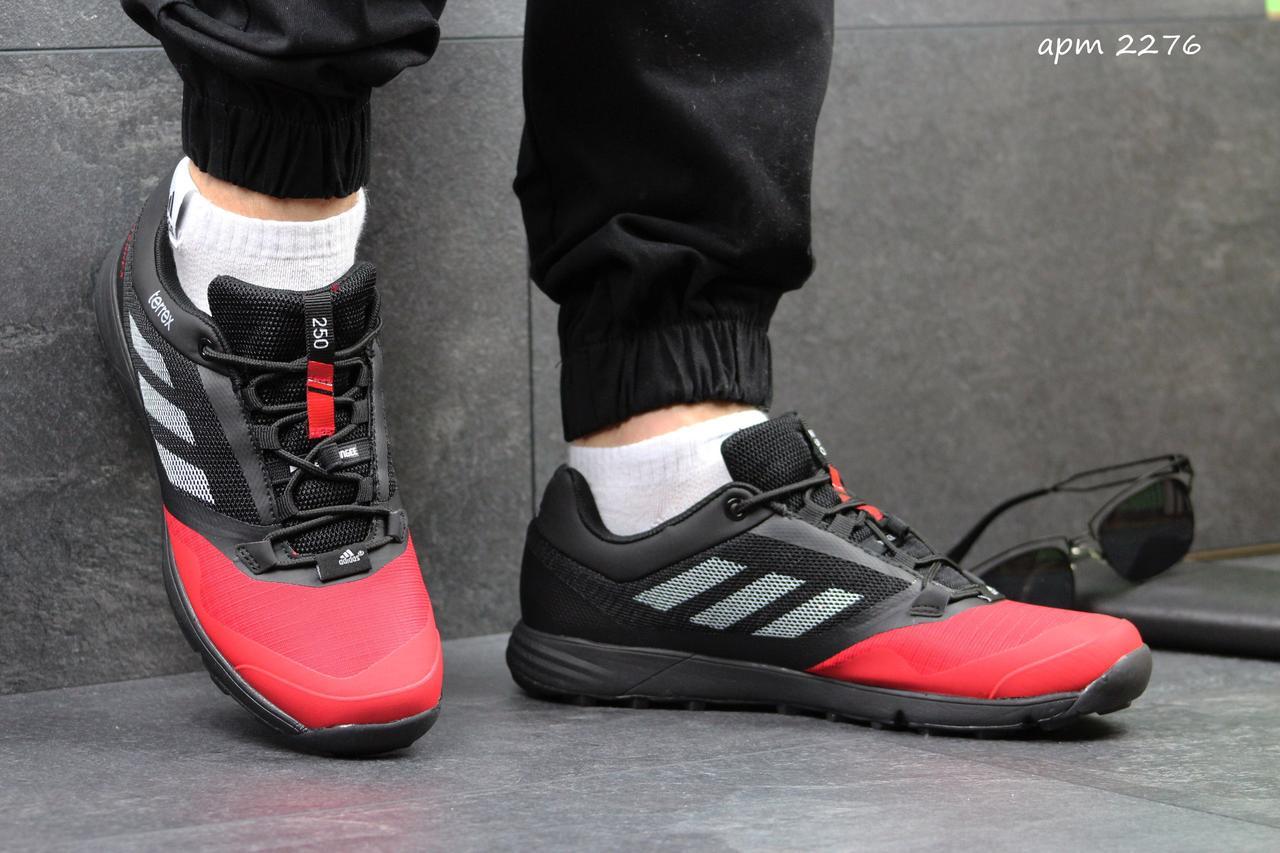 Кроссовки мужские Adidas Terrex черно-красные