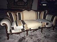 Мягкая мебель из Европы. Трехместный диван в стиле барокко.