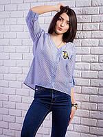 Легкая свободная блузка с нашивкой на кармане