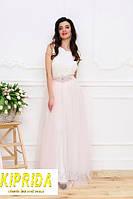 Нежное длинное платье в пол с украшением, с кружевным лифом и пышным низом из сетки