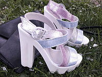 Босоножки женские кожаные на высоком каблуке Ko0028