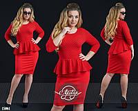 Стильное платье с ассиметричной баской красное