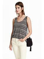 Топ в геометричный принт с красивыми плечами H&M