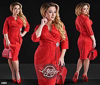 Платье миди с декольте на запах красное