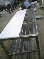 Столы для обвалки и жиловки мяса.