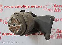 Кронштейн опоры двигателя передний правый MERCEDES W202 93-00
