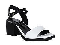 Женские кожаные босоножки на низком толстом каблуке