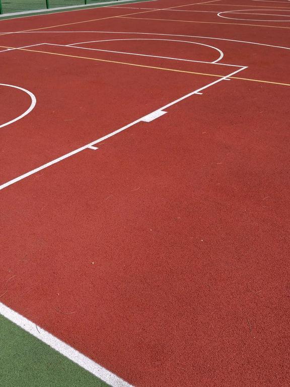 Наливные резино-полиуретановые покрытия для спортивных площадок -1