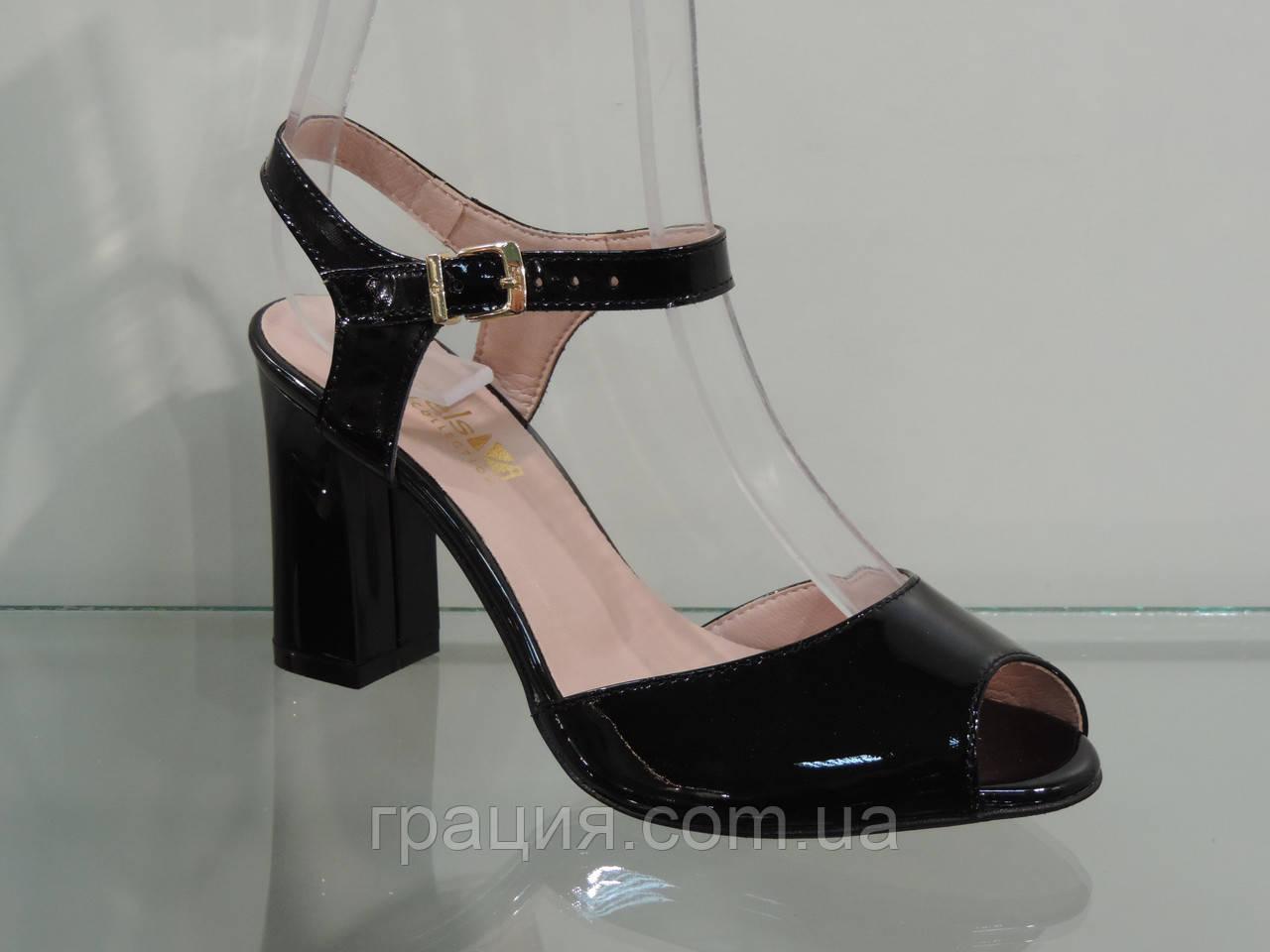Босоножки женские модные на каблуке