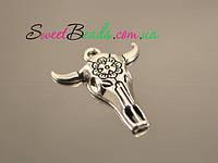 Голова быка с цветком, серебро