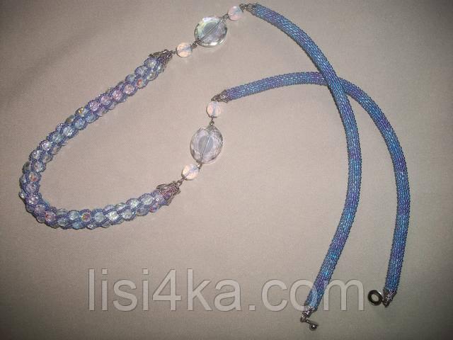 Вязаный жгут из бисера и чешского стекла серо-голубого цвета