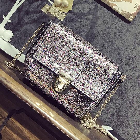 Женская сумочка в блестках