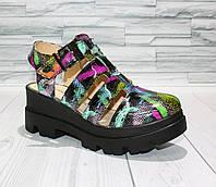 Босоножки яркие с закрытым носком на платформе. Натуральная кожа 0768