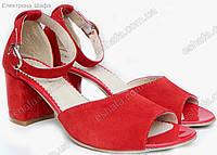 Женские туфли на широком каблуке с закрытой пяткой