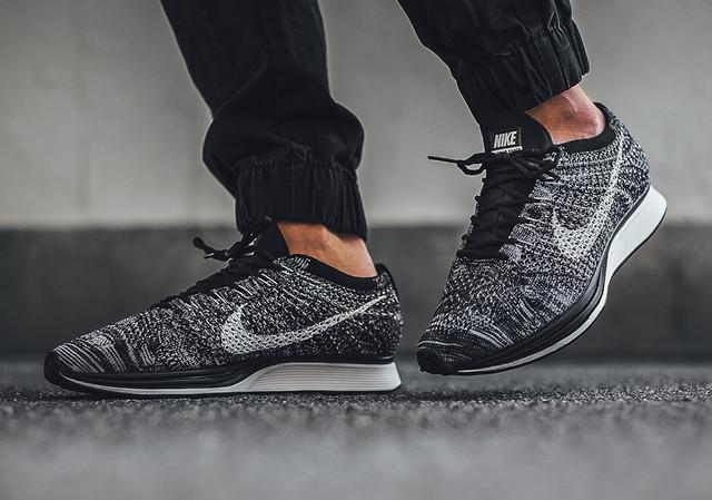 Nike Flyknit Racer Grey