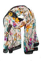 Летний шарф с цветочным принтом и серой каймой