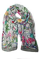 Женский шарф серого цвета с принтом в виде цветов