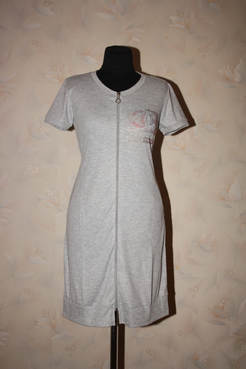 Трикотажный женский халат серого цвета