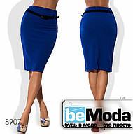 Стильная женская деловая юбка средней длины с поясом в комплекте голубая