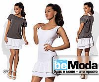 Привлекательный женский костюм из белого сарафана и цветной футболки белый с серым